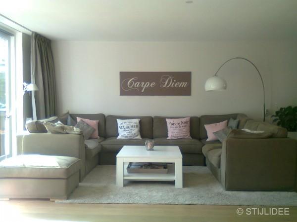 Binnenkijken in een woonkamer in romantisch landelijke stijl in breda - Idee schilderij living ...