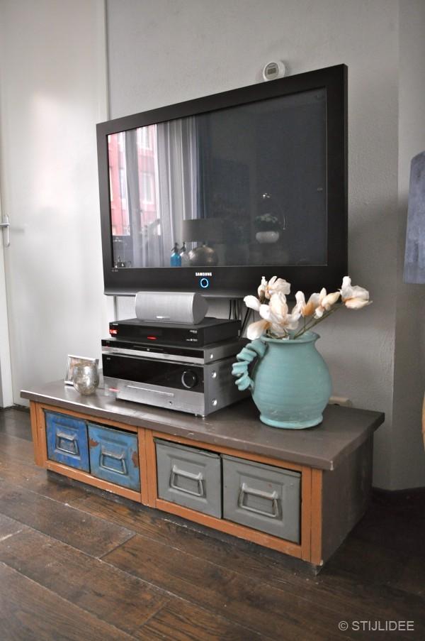 Binnenkijken in een modern klassieke vintage woonkamer in vleuten - Huizen van de wereldmeubelen tv ...
