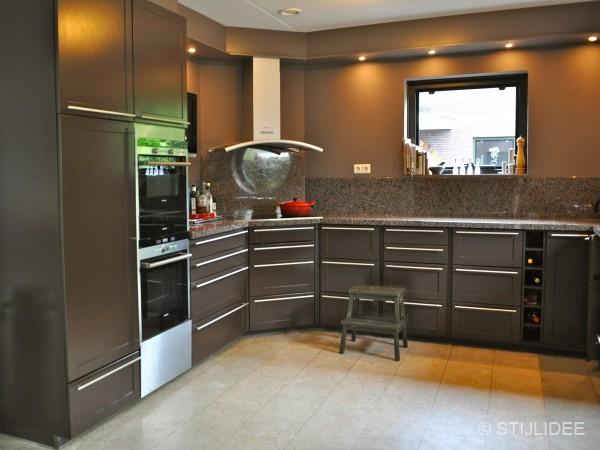 Binnenkijken in houten - Idee kleur moderne keuken ...