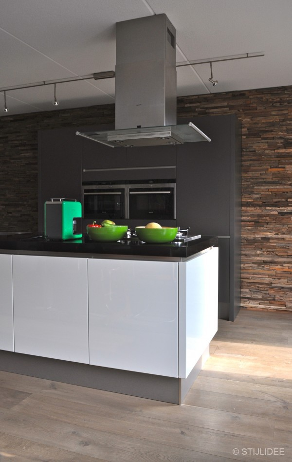 Hoe Oude Keuken Renoveren : Keuken Laten Zandstralen Oude keuken nieuwe deurtjes u