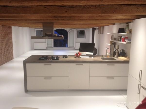 Keukeneiland Tweedehands : Metamorfose van een pakhuis op Prinseneiland in Amsterdam