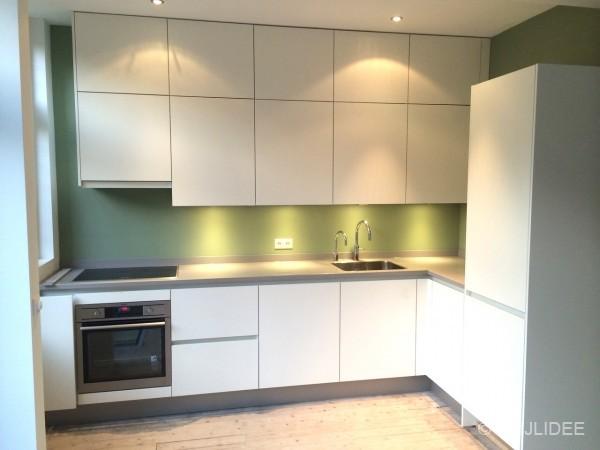 Binnenkijken in een groene keuken en blauw toilet in oog in al utrecht - Keuken wit en groen ...