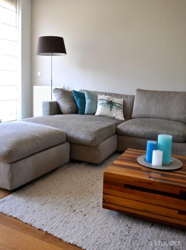Binnenkijken in een woonkamer in modern landelijke stijl in houten - Kleur verf moderne woonkamer ...