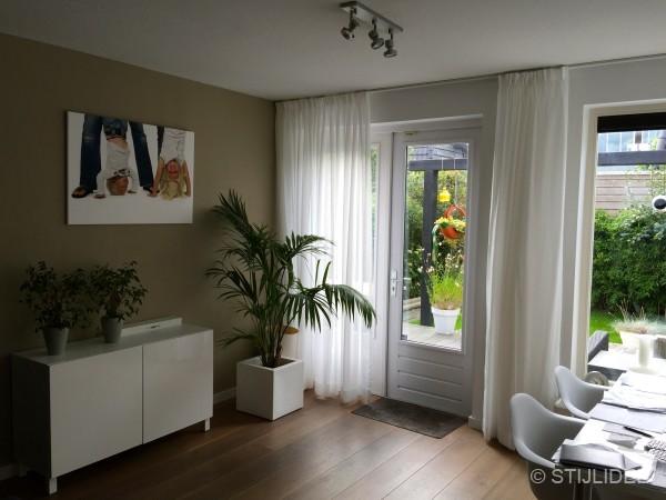 binnenkijken in een woonkamer in moderne design stijl in