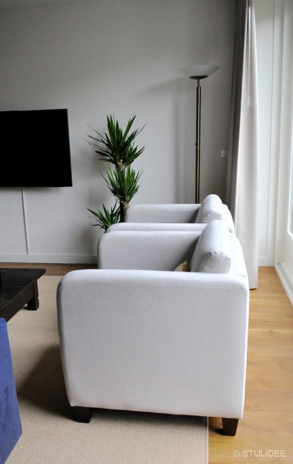 Binnenkijken in een modern landelijke keuken en woonkamer met eiken vinylvloer in ijsselstein - Taupe en grijs ...