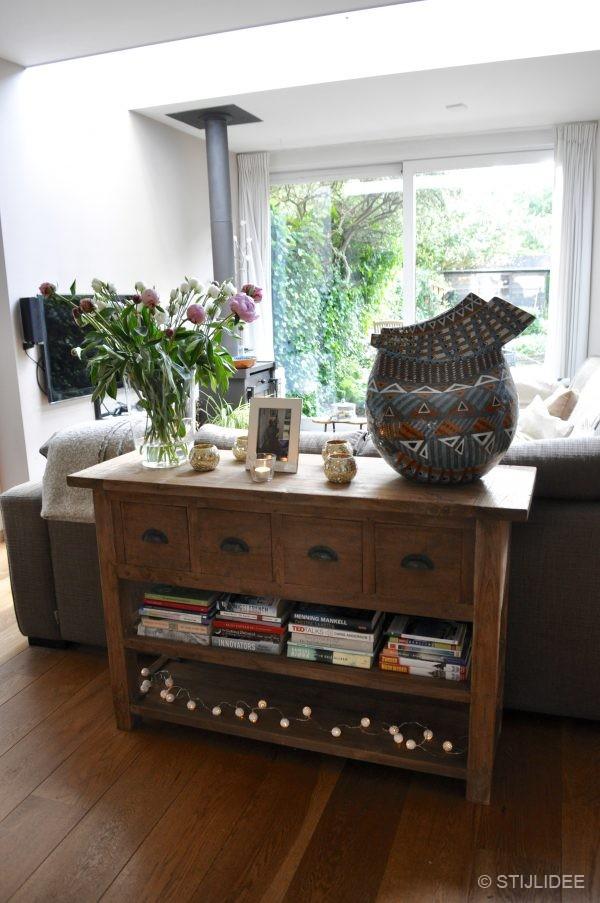 Binnenkijken in een woonkamer met houtkachel in for Interieuradvies utrecht