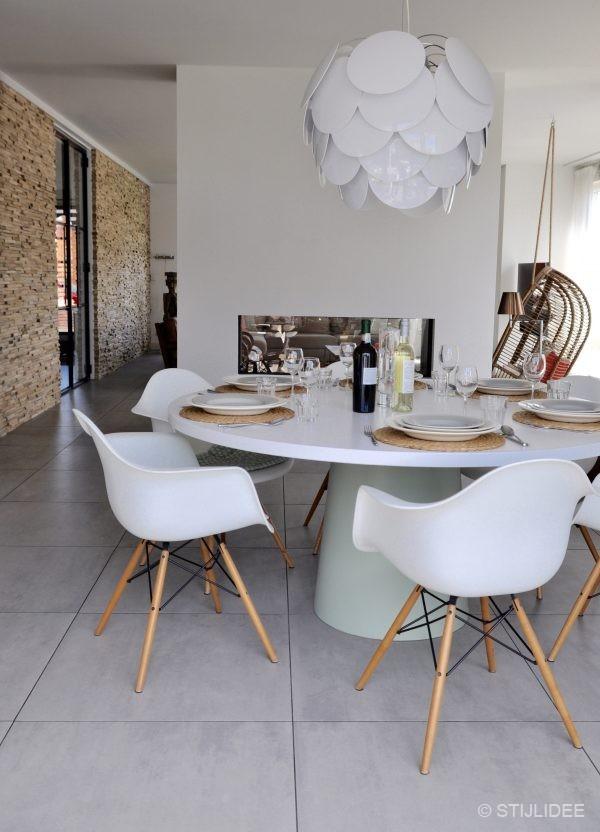 Binnenkijken in ... een huis met een moderne doorkijkhaard in IJsselstein na STIJLIDEE Interieuradvies en Styling