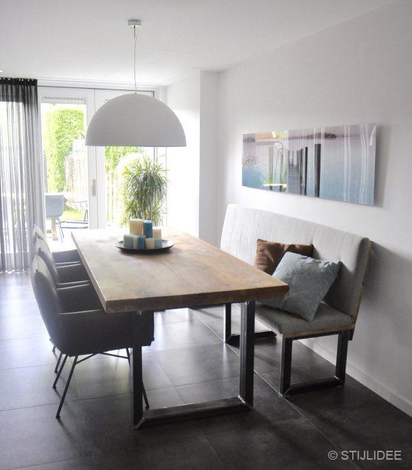 Binnenkijken in een eethoek in modern landelijke stijl in een huis in houten - Modern stijl huis ...
