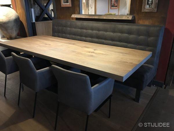 Stoere massief houten tafels met stalen onderstel bij ... Zwaar Tafelen | Fotografie: STIJLIDEE Interieuradvies en Styling