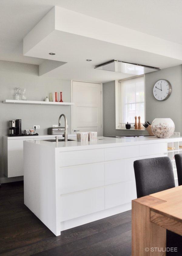 Binnenkijken in ... een woonkamer, keuken en eetkamer in modern klassieke stijl in Leidsche Rijn na STIJLIDEE Interieuradvies en Styling
